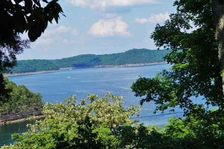 TRAIL – Lake Bluff Hiking Trail (Lake Cumberland State Resort Park)
