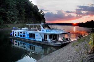 Photo of a Lake Cumberland State Dock houseboat in a cove on Lake Cumberland