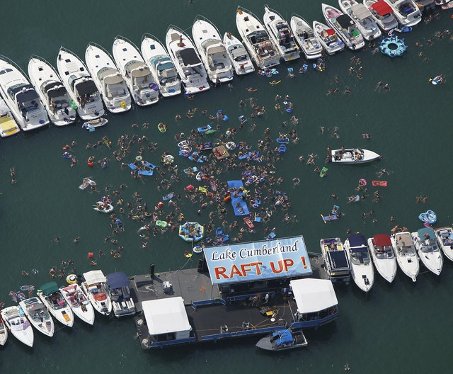 photo of boats lined up for the world's largest Lake Cumberland Raft Up