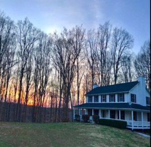 Wondrous Lakefront Vacation Home Rental Lake Cumberland Kentucky Home Interior And Landscaping Mentranervesignezvosmurscom