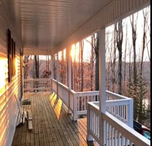 Photo of a lovely farmhouse vacation rental that overlooks beautiful Lake Cumberland