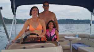 Family fun boating in Kentucky on Lake Cumberland