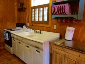 Kentucky cabin rental on Lake Cumberland with lovely retro kitchen and fixtures