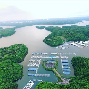 Lake Cumberland's many marinas offer boat rentals, dockage and provisioning