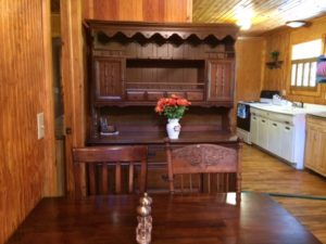 Lake Cumberland cabin rental close to the lake and featuring quaint fixtures and antiques