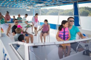 Houseboat rentals are an easy way to enjoy a family houseboat vacation on Lake Cumberland