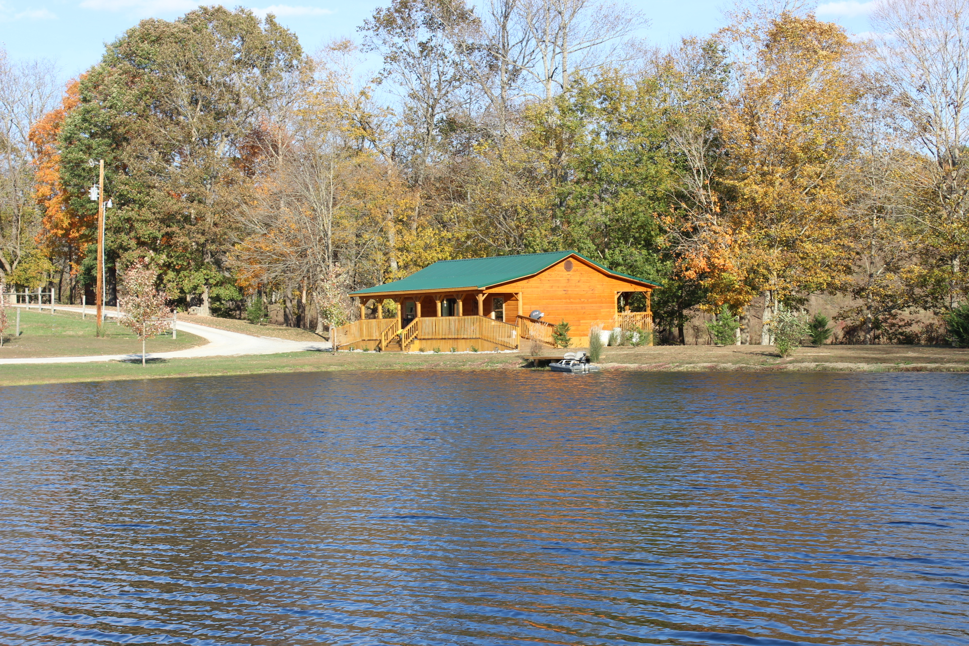 Beautiful Luxury Cabin Rental On A Private Lake Located Close To Cumberland