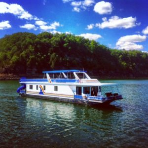 A houseboat vacation on Lake Cumberland brings both family and friends together in nature with all the comforts of home.