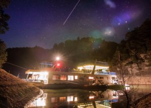 Family fun on a Lake Cumberland houseboat in the evening under the stars