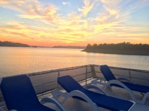 Lake Cumberland is the best place for a houseboat vacation and the best place to rent your vacation houseboat