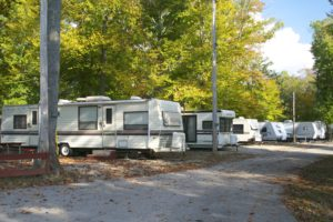 Lake Cumberland, Kentucky campgrounds offer guests year round camping, full hookup and pull through sites