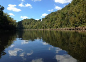 Kentucky cabin rental on the Cumberland River with private boat ramp.