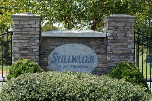 Stillwater Log Home is located close to marinas, boat ramps, and restaurants and close to Lake Cumberland.