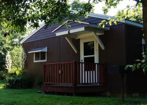 M & M Lodge is a collection of 8 lovely cabins located close to Lake Cumberland in Jamestown Kentucky