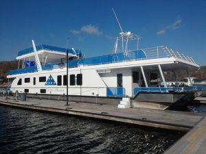 Boating in Kentucky - Lake Cumberland State Dock Marina