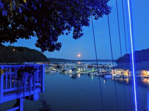 Lake Cumberland romatic getaway cabins - Safe Harbor Jamestown