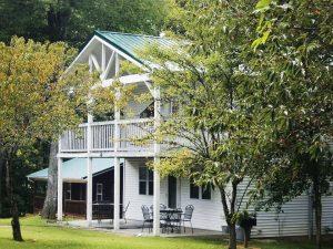 Resorts at Lake Cumberland - LakePointe Resort located close to Lake Cumberland Marina and boat ramps